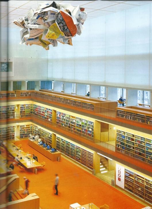 Deel leeszaal in Unter den Linden met bijzondere mobile.