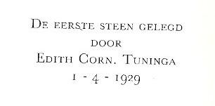 Voor zijn eigen huis in de Duinoordstraat is door een dochter van Tuninga op 1 april 1929 de eerste steen gelegd