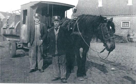 Foto uit circa 1943 met vooraan A.Treffers en daarachter W.Touw