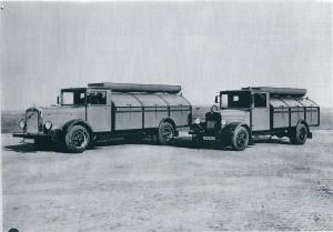 In plaats van de paardentractie kwamen deze hypermoderne huisvuilnisophaalwagens