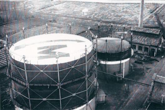 Panorama met 2 van de uiteindelijk 3 gashouders