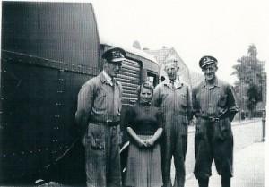 Op de foto met drie stoere mannen