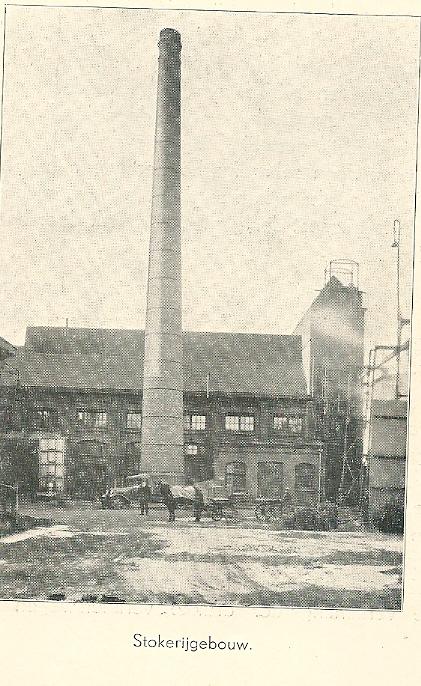 Stokerij van gasfabriek Heemstede met schoorsteen