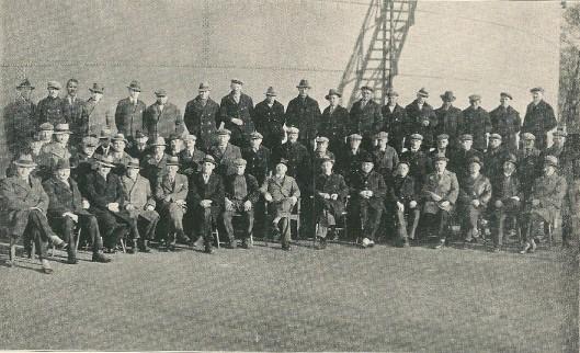 Het gezamenlijk personeel van de Gemeente Gas-Duinwater en Electriciteitsbedrijven Heemstede in 1934