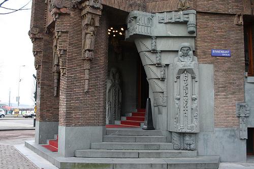 De hoofdentree van het Scheepvaarthuis in Amsterdam