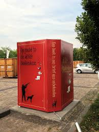 'De jacht in de wilde boeklenkast'; free little library in Tollebeek, Noodoostpolder.