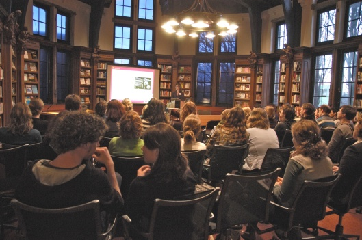 De bibliotheek van het Tropenmuseum anno 2013 exit