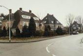 Hoek Laan van Boreel in Bloemendaal, gebouwd door A.Brand; de overige huizen zijn ontworpen door Huib Tuninga in 1930 (foto Noord-Hollands Archief)