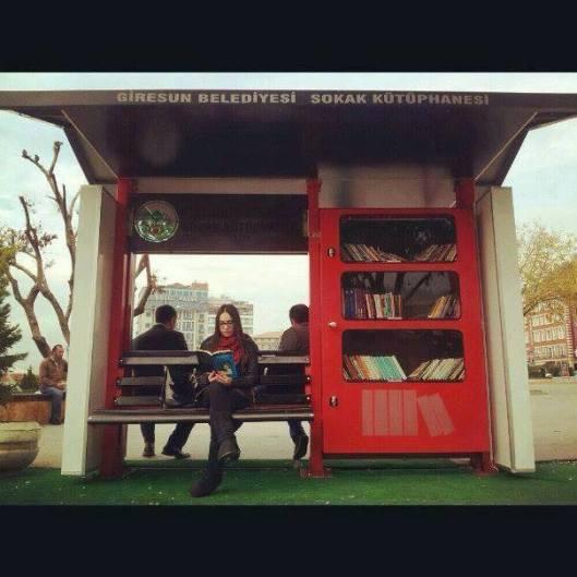 Straatbibliotheekje in de plaats Giresun, Turkijke (Nuri Pimar)