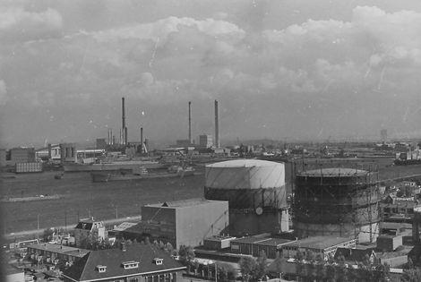 De vroegere gasfabriek in Velsen aan het Noordzeekanaal
