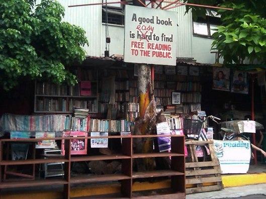 Vrije openbare bibliotheek in wijk Makati, Manilla, Philippijnen