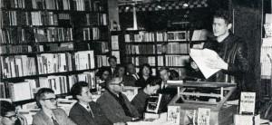 In 1963 trad Jan Wolkers op bij Broese in de Nachtegaalstraat Utrecht, waar nu de Kruidvat zit.