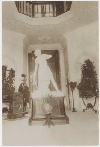 Beeld dat zich in de periode Van Verschuer Brants tot 1900 in de hal van de Hartekamp bevond.