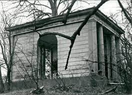 De voormalige classicistische koepel op Hagenduin, overplaats van de Hartekamp die als gevolg van vandalisme verloren ging.