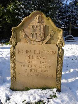 Het graf van John Buxtom Pelham, 8e graaf van Chichester in Stanmer. Hioj was gehuwd met Ursula von Pannwitz en overleed op 31-jarige leeftijd in 1944 bij een auto-ongeluk. Op dat moment in dienst van de 'Scots Guards' in de rang van kapitein.