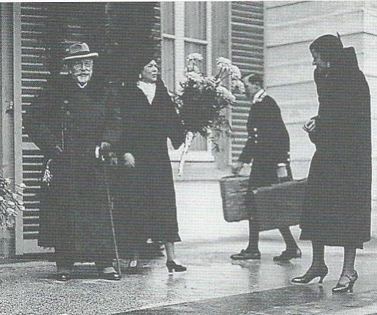 Bij een van de talrijke bezoeken van keizer Wilhelm II aan mevrouw Von Pannwitz op de Hartekamp In Heemstede