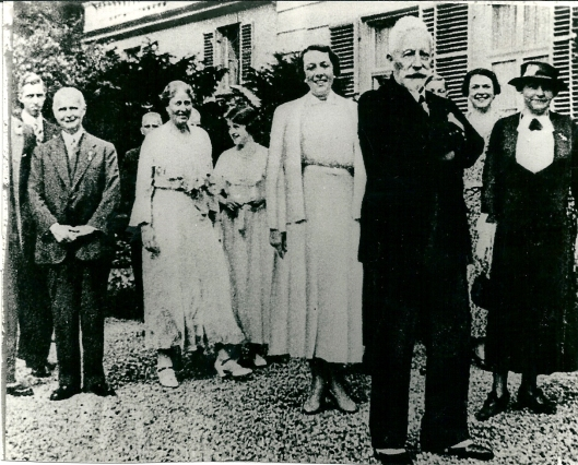 Ex-keizer Wilhelm met vrienden en familie op de Hartekamp. Links van hem mevrouw Von Pannwitz en rechts zijn echtgenote prinses Hermine van Pruisen