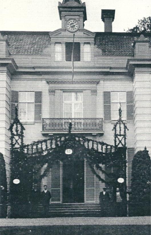 De ereboog voor de Hartekamp ter ere van het 75ste bezoek van Wilhelm II