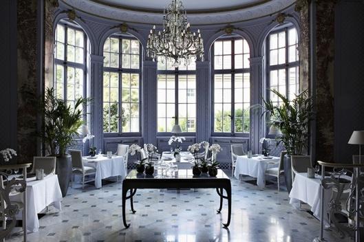 Vm. Palais Pannwitz, tegenwoordig Schlosshotel: salon restaurant, in de jaren 90 opnieuw gedecoreerd door Kaek Lagerfeld (Pinterest).