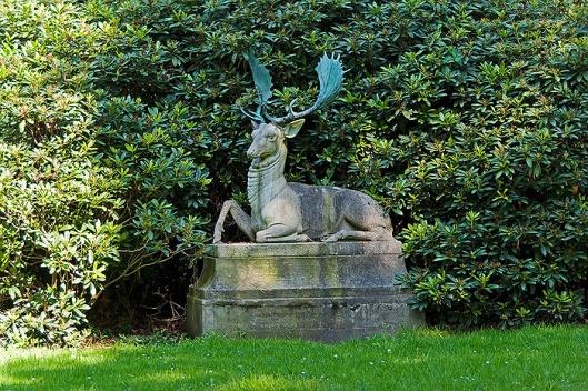 Sculptuur van een hert op de Hartekamp Heemstede