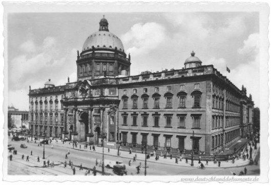 Het 'Stadtschloss' ofwel Koninklijk/Keizerlijk paleis in Berlijn omstreeks 1920. Tijdens WO II ernstig beschadigd en in DDR-tijd (1950) afgebroken