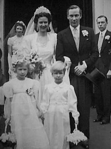 Het huwelijk van Ursula von Pannwitz met John Pelham, graaf van Chichester die werkzaam was bij de Britse ambassade, in maart 1940. De foro werd genomen na de kerkelijke bevestiging in Bennebroek