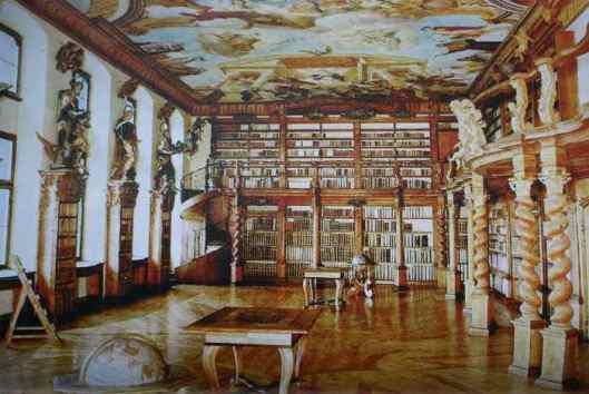 Barokbibliotheek tot stand gekomen onder de Jezuïeten die van 1549 tot 1773 een universiteit beheerden in de Duitse Donaustad Dillingen. Sinds 1971 ressorteert de bibliotheek onder de 'Akademie für Lehrerfortbildung'.