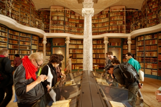 Interieur van pronkzaalbibliotheek in Einsiedeln die dateert uit 1740