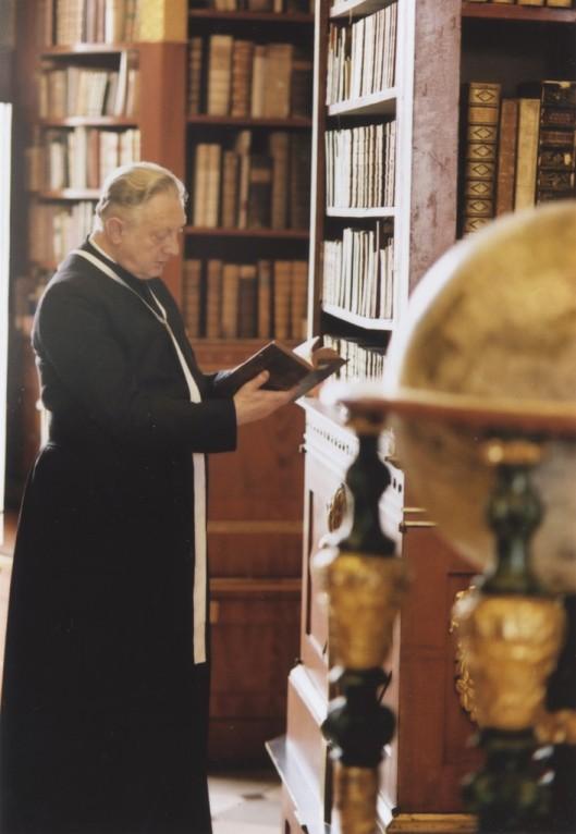 Bibliothgecaris dr. Martin Haltrich  in zijn domein: de zeer rijke cultuurbibliotheek van Klosterneuburg