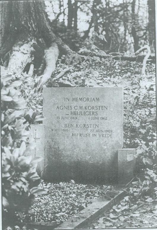 Graf van Ben Korsten en zijn echtgenote op het kerkhof Berkenrode, bij H.Bavokerk in Heemstede