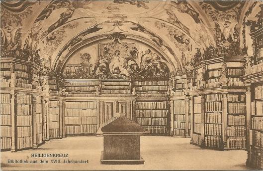 Stiftsbibliothek Heiligenkreuz. Gesticht in 1133. Bevat circa 75.000 banden en 600 handschriften, o.a. brieven van de Heilige Bernardus van Clairvaux