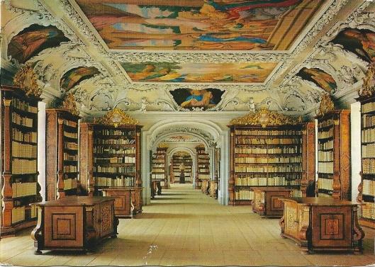 Het klooster van Kremsmünster is in 777 gesticht. De bestanden bevatten 140.000 boeken, 800 wiegedrukken en 2.400 handschriften.