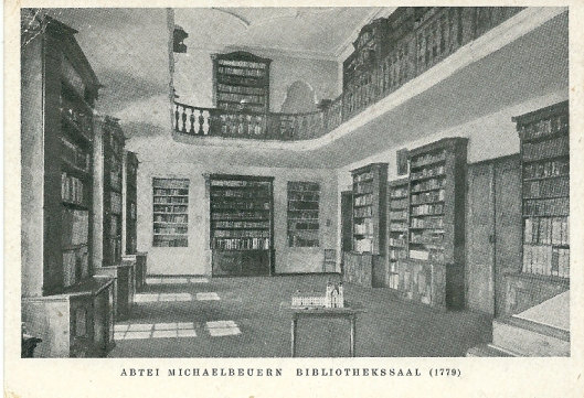 Abdij Michaelbeuern nabij Salzburg. Kaart uit 1956. Oudste bibliotheekruimte dateert uit 1590. De afgebeelde zaal dateert uit 1769-1779, ontworpen door F.A.Mayr.
