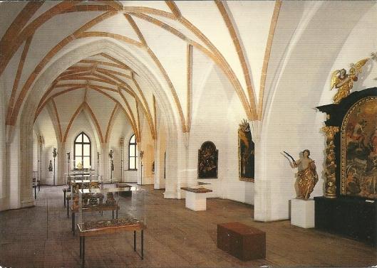 De vroegere gotische bibliotheekzaal Van Mondsee uit 1470. Bij de opheffing van het klooster in 1792 zijn manuscripten en incunabelen naar de Hofbibliothek verhuisd. Tegenwoordig bevindt zich in deze ruimte het Streekmuseum van Mondsee