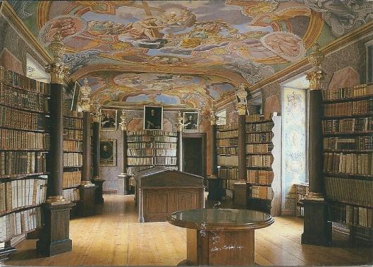 Nog een kaart van pronkzaal in Rein. Met Keplertafel van astronoom Johannes Kepler en zijn kalenderberekeningen. de bibliotheek bevat ruim 80.000 banden  waaronder 300 incunabelen en postincunabelen en circa 300 handschriften.