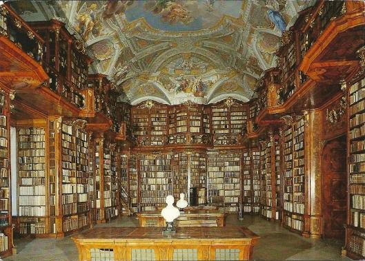 Augustiner Chorherrenstift in Sankt Florian. Stiftsbibliothek, 1745-1751 (laatbarok). Klooster gesticht in 1071. Bibliotheek bevat bijna 150.000 banden, o.a. de 'Riesenbibel von St.Florian' uit omstreeks 1120