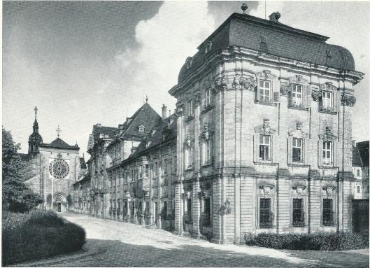 Gotische kerk en barokke klooster van het voormalige Cisterciënzerklooster in Ebrach. Vooraan het bibliotheekpaviljoen, opgericht sinds 1687 door Leonghard en later Joh. Dienzenhofer. Uitbouw en voltooiing van het kloostercomplex sinds 1716 door o.a. Josef Greising
