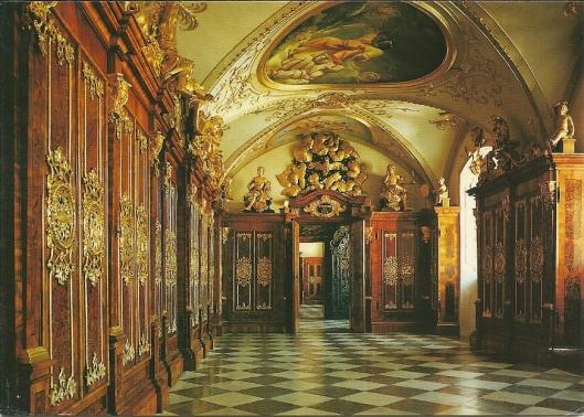 Sankt Pölten: bisdomgebouw. Vroegere kloosterbibliotheek uit 1728. Tegenwoordig museum van het bisdom.