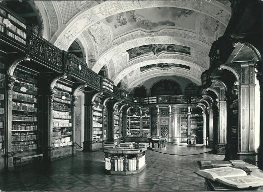 Zisterzienzerstift Zwettl. Barokke bibliotheek van Josef Munggenast kwam tussen 1730-1732 gereed.