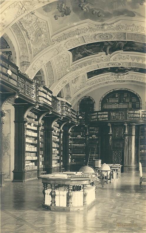 Nog een ansichtkaart uit circa 1950 van Stift Zwettl. Het klooster dateert uit 1137/1138. De bibliotheek bevat ruim 60.000 banden en 425 handschiften
