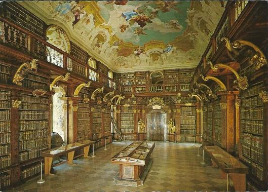 De prachtige bibliotheekzaal van Melk. In 1735 ontworpen door Jakob Prandtauer; gebouwd door Franz Munggenast en met plafondschilderingen van Paul Troger (1732)