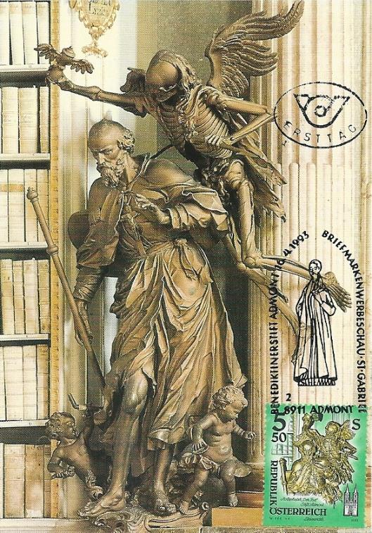 Klooster Admont is in 1074 gesticht door aartsbisschop Gebhard von Salzburg. De barokke pronkzaalbibliotheek is in een klooster de grootste ter wereld. De beeldhouwwerken, hier de dood verbeeld, zijn van Josef Stammel