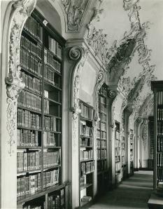 Voorbeeld van rococo-decoraties in een Oostenrijkse pronkzaalbibliotheek