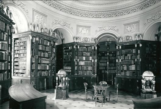 Nog een afbeelding van de bibliotheek in Klosterneuburg. De abdij is in 1114 opgericht. De bibliotheek bevat meer dan 200.000 boeken , 850 incunabelen en 1.250 manuscripten