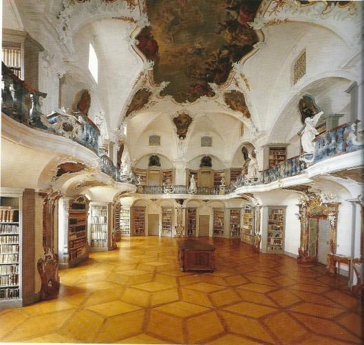 De bibliotheekzaal in het klooster St. Peter, het architectonisch werk van Peter Thumb, 1737 aangevangen en in 1750 voltooid.