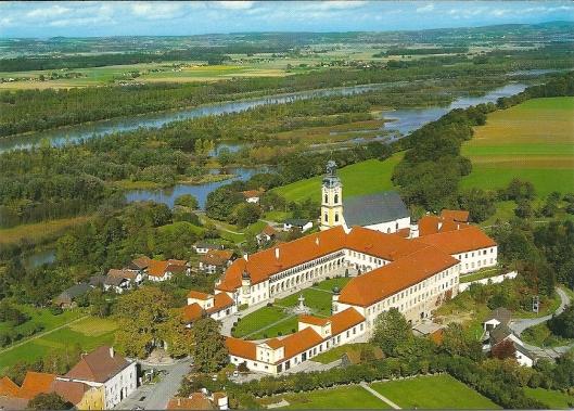Panorama van het klooster in Reichersberg am Inn