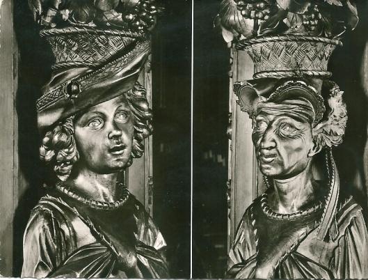 Waldsassen; twee kleine draagfiguren of karyatiden: Jeugd (links) en Ouderdom (rechts)