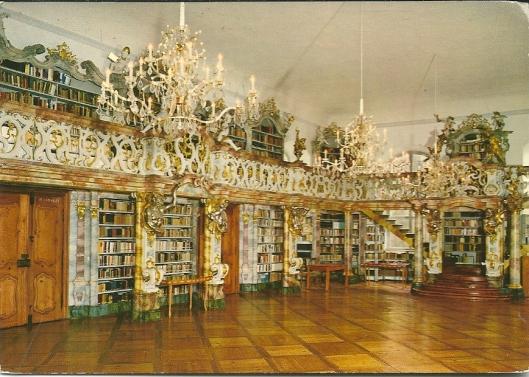 Bibliotheek van het voormalig Cisterciënzerklooster in Fürstenzell (nabij Passau). Bibliotheek uit de laatbarok kwam omstreeks 1780 gereed, voornamelijk ingericht oor Josef Deutschmann. De bibliotheek omvat circa 35.000 banden.