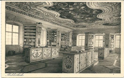Bibliotheek van Benedictijnerabdij in Neresheim. Bijn de secularisatie gingb het boekenbezit in 1802 over naar het Huis Thurn und Taxis.  Het klooster is in 1920 heringericht. De barokke bibliotheekzaal is in 1993 grondig gerestaureerd. Het boekenbestand omvat 115.000 banden.