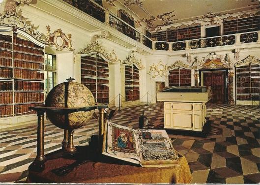 Bibliotheek in vm. Benedictijnerklooster Sankt Georg in Baden-Württemberg. De bibliotheekzaal dateert van 1770-1780